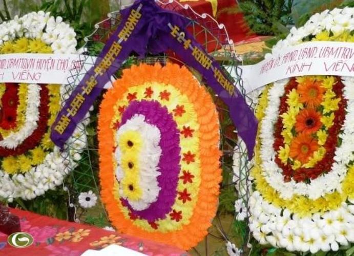 vòng hoa vải