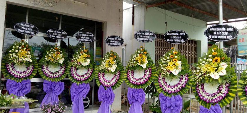 vòng hoa đám tang giá bao nhiêu